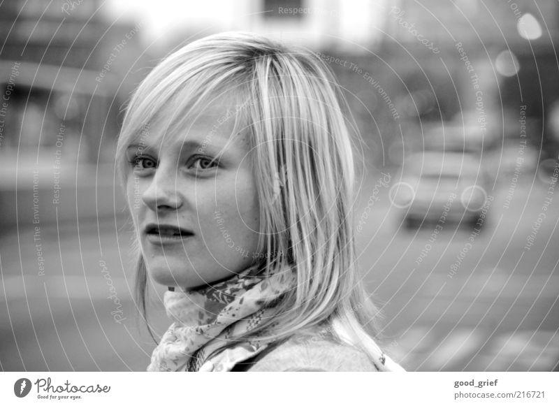 ... Frau Mensch Jugendliche schön Stadt Gesicht Straße Leben feminin Gefühle Haare & Frisuren Kopf blond Erwachsene Straßenverkehr