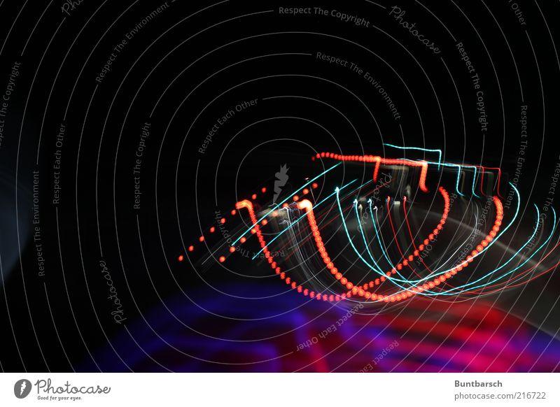 bunter Lichtkanal Linie blau rot schwarz Stimmung Bewegung Farbe Kreativität Perspektive Surrealismus Lichterkette Lichtspiel Lichtpunkt Lichterscheinung