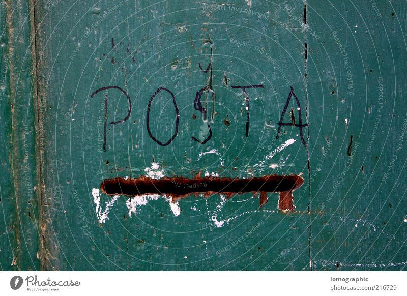 Sie haben Post! Holz schreiben Postfach Briefkasten Kommunizieren senden grün Farbfoto Außenaufnahme Textfreiraum oben Textfreiraum unten Detailaufnahme
