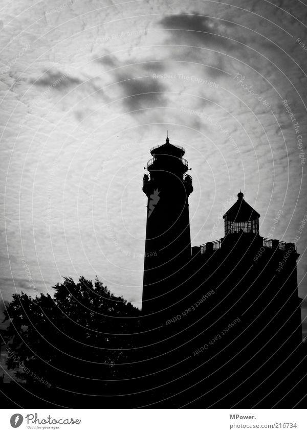 Richtungsweiser Himmel alt weiß schwarz Architektur Gebäude 2 groß Turm Bauwerk Denkmal Wahrzeichen Leuchtturm Sehenswürdigkeit Rügen