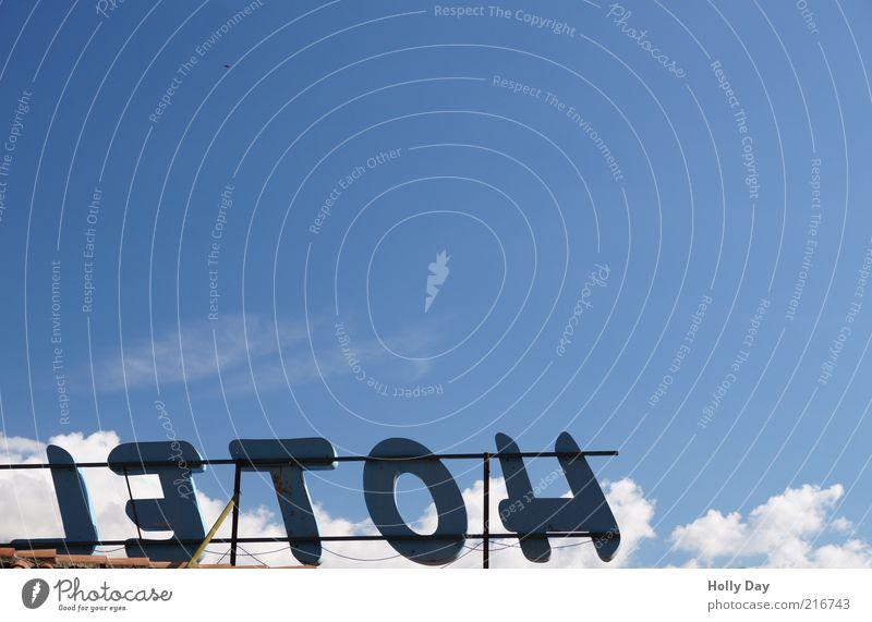 LETOH Hotel Dienstleistungsgewerbe Himmel Wolken Sommer Schönes Wetter Menschenleer Schilder & Markierungen Ferien & Urlaub & Reisen Farbfoto mehrfarbig