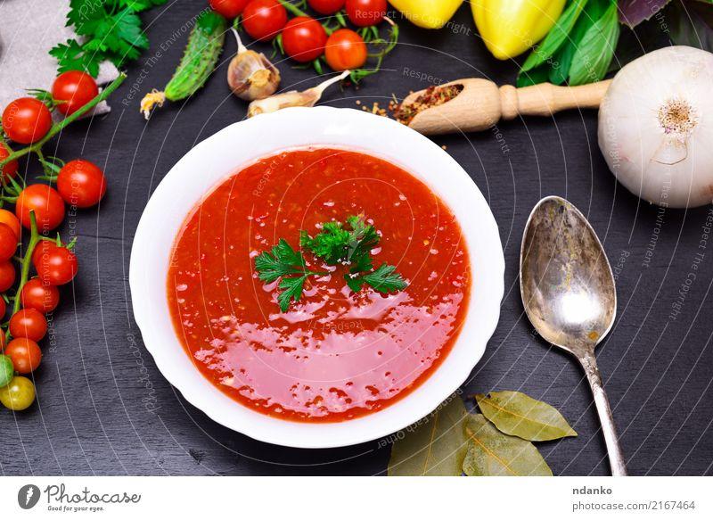 Gazpacho spanische kalte Suppe Gemüse Eintopf Kräuter & Gewürze Ernährung Mittagessen Abendessen Vegetarische Ernährung Diät Teller Löffel Sommer Tisch Küche