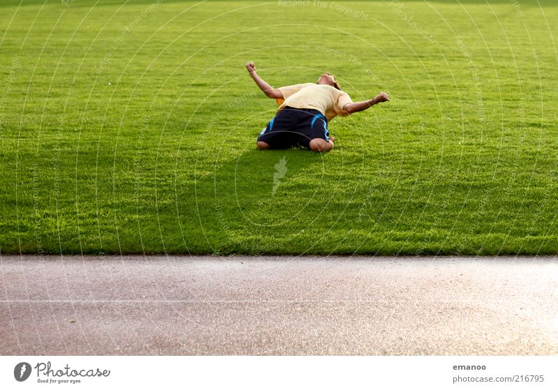 Yeah! Lifestyle Freude Wohlgefühl Zufriedenheit Freizeit & Hobby Spielen Sport Fitness Sport-Training Ballsport Sportler Fußball Fußballplatz Mensch maskulin 1