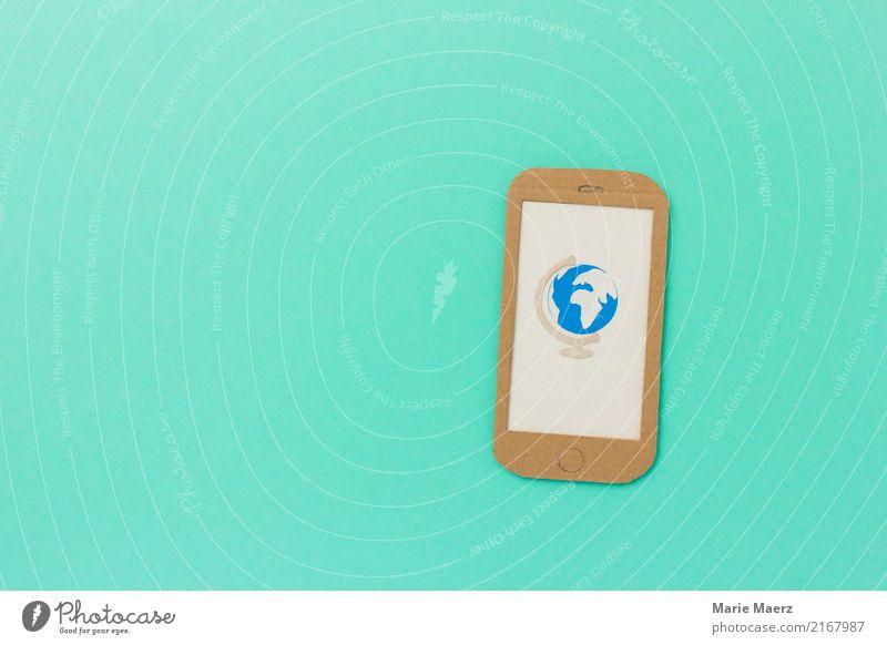 Weltweit. Handy mit Globus auf dem Display. Ferien & Urlaub & Reisen Tourismus Ferne PDA Internet ästhetisch außergewöhnlich Unendlichkeit modern türkis