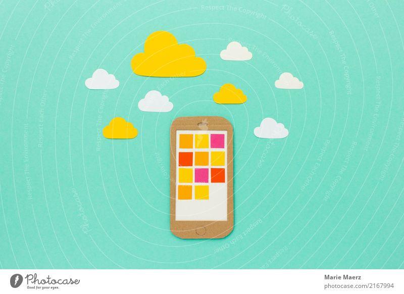 In der Cloud - Handy mit App Symbolen und Wolken PDA Fortschritt Zukunft Internet Arbeit & Erwerbstätigkeit entdecken Kommunizieren frei Unendlichkeit modern