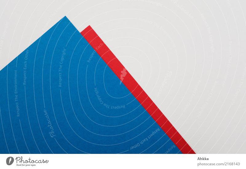 Blaue und rote Papierspitzen auf neutralem Untergrund Schule lernen Studium Büroarbeit Arbeitsplatz Wirtschaft Handel Energiewirtschaft Kapitalwirtschaft Börse