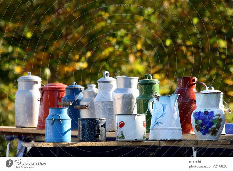 die Qual der Wahl Stil alt Kannen Topf Emaille Flohmarkt Dinge mehrfarbig Milchkanne retro Farbfoto Außenaufnahme Menschenleer Nostalgie Strukturen & Formen