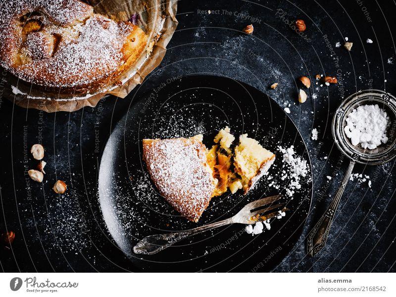 Aprikosenkuchen Kuchen Dessert Obstkuchen Herbst dunkel Lebensmittel Gesunde Ernährung Speise Foodfotografie Teller angerichtet backen Backwaren Konditorei