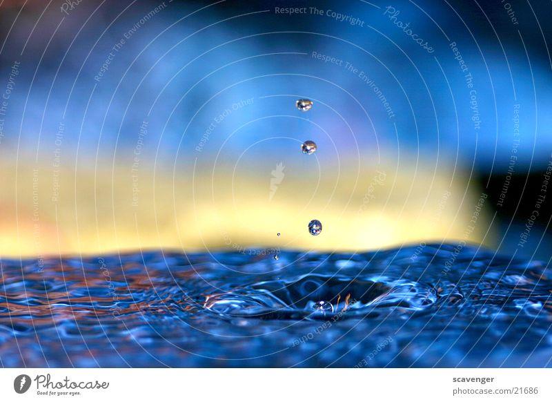 Die Zeit steht still Wasser blau ruhig gelb Stil Beleuchtung Wellen Hintergrundbild Wassertropfen Zeit Horizont hoch Geschwindigkeit modern spritzen horizontal
