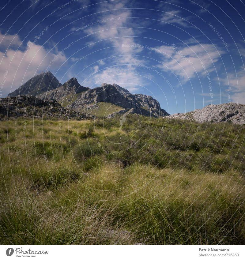 Gipfel in Sicht Himmel Natur grün blau Ferien & Urlaub & Reisen Wolken Ferne Freiheit Berge u. Gebirge Landschaft Umwelt Wetter Ausflug Felsen frei Klima