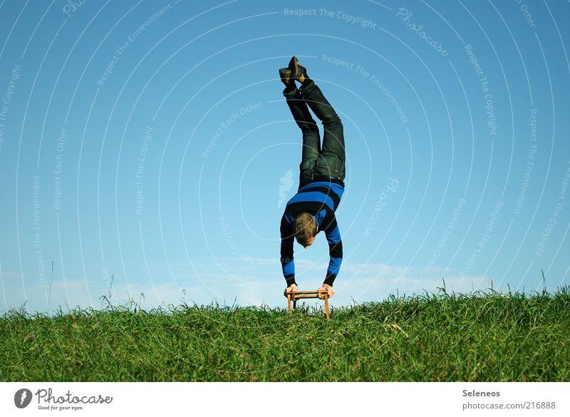 Fähnchen im Wind Mensch Himmel Natur Jugendliche Sommer Wiese Sport Spielen Landschaft Umwelt Gras Wetter Ausflug Freizeit & Hobby maskulin Klima