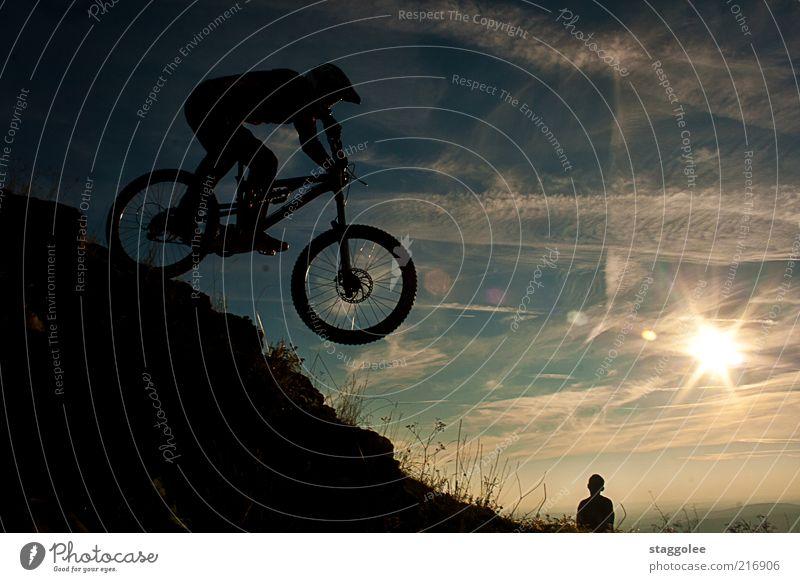 mountainbikeski III Freizeit & Hobby Sport Fahrrad Mensch Schönes Wetter fahren springen Mountainbike Gegenlicht Farbfoto Gedeckte Farben Außenaufnahme Sonne