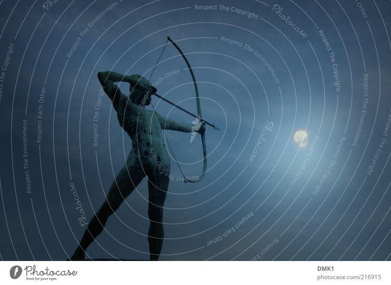 Licht aus! Erfolg Mensch maskulin Mann Erwachsene Körper 1 Kunst Kunstwerk Skulptur Hut Metall Zeichen Pfeil entdecken kämpfen machen Blick stehen leuchten