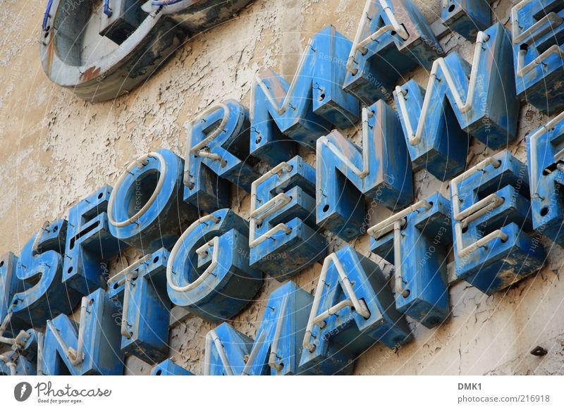 SDORMANTGENWEMATHER alt dreckig Schilder & Markierungen Schlagwort Schriftzeichen kaputt verfallen Zeichen Werbung Verfall Typographie schäbig Wort Fremdsprache