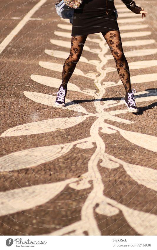 wrong step feminin Frau Erwachsene Beine 1 Mensch Berlin Mode Rock Strumpfhose Turnschuh Boden Stein springen heiter Mosaik Muster Farbfoto Gedeckte Farben