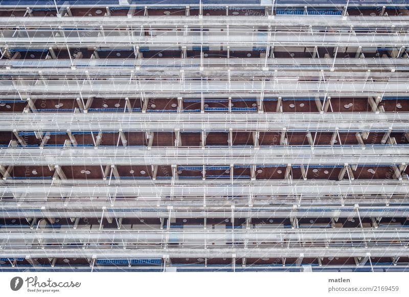 Haushoch Hochhaus Mauer Wand Fassade Balkon Fenster Klischee blau rot weiß Strebe Doppelbelichtung Farbfoto Außenaufnahme abstrakt Muster Strukturen & Formen