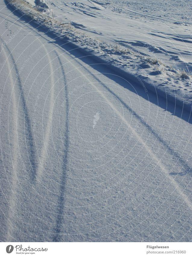 Schnee von gestern Natur Winter Straße kalt Landschaft Eis Umwelt Frost Klima Spuren Schönes Wetter Schneelandschaft Klimawandel Straßenrand Reifenspuren