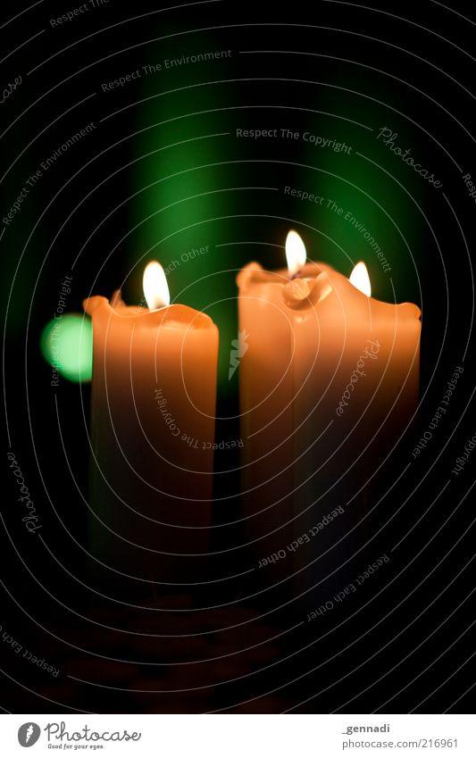 PC-Pflichtfoto Nr 5 Kerze Kerzenschein verrückt trist gelb grün schwarz Vorfreude Religion & Glaube Reflexion & Spiegelung dunkel erleuchten erhellend Farbfoto