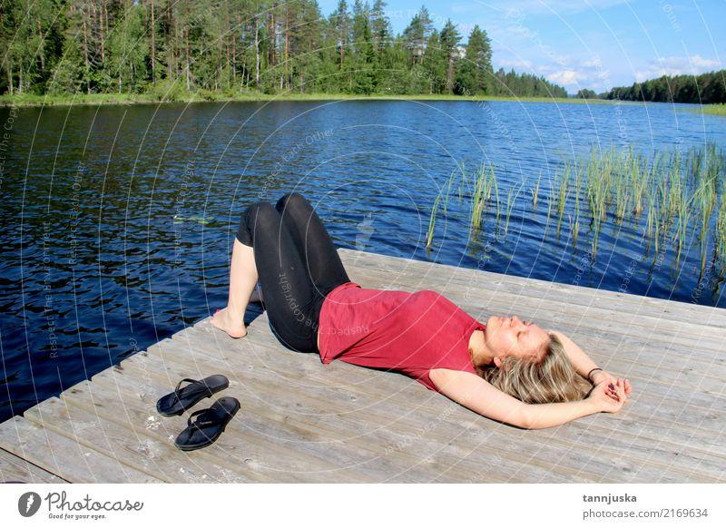 Junge Schönheit genießen die Beschaffenheit von Finnland, Karelien schön Erholung Freizeit & Hobby Ferien & Urlaub & Reisen Tourismus Camping Sommer Frau
