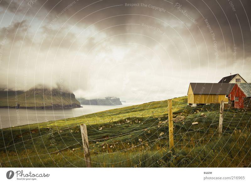Dunkel wars ... Natur Meer Landschaft Wolken Haus Umwelt Berge u. Gebirge Wiese Gras Küste außergewöhnlich Stimmung Wetter Nebel Häusliches Leben Klima