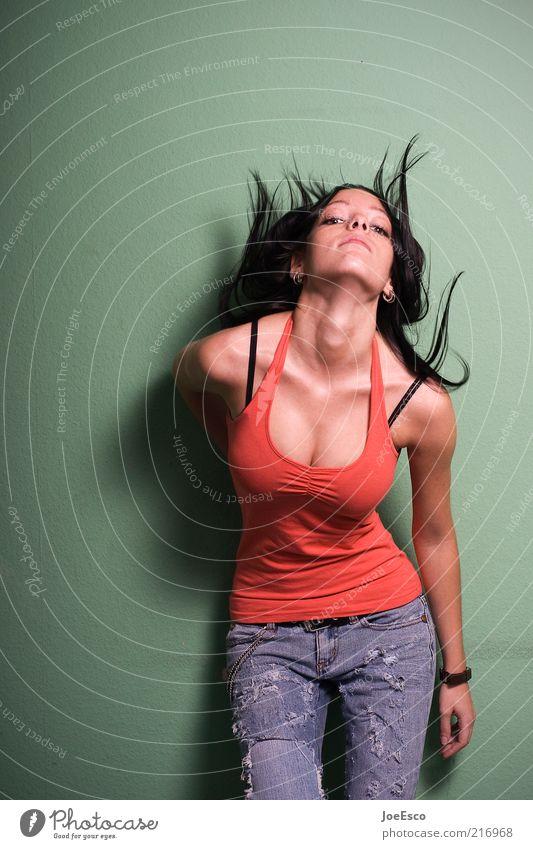 aufschwung... Lifestyle Freude schön Leben feminin Frau Erwachsene Mode T-Shirt Jeanshose Haare & Frisuren langhaarig stehen Coolness trendy Erotik verrückt
