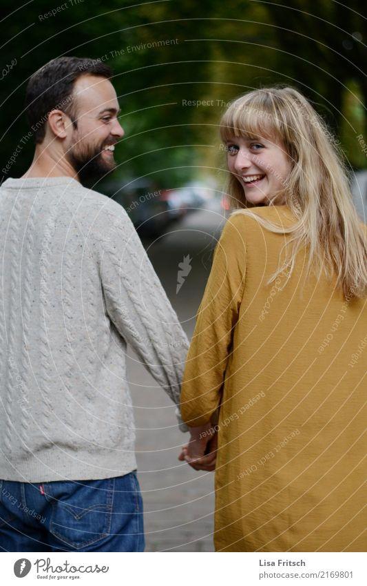 meins Junge Frau Jugendliche Junger Mann Paar Partner 2 Mensch 18-30 Jahre Erwachsene Kleid blond langhaarig Bart berühren gehen genießen Freundlichkeit frisch