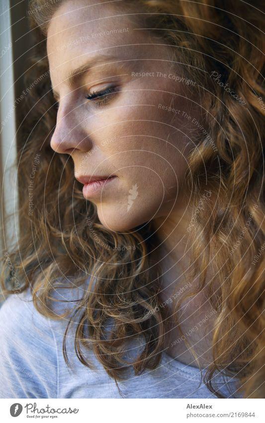 schöner Bildtitel zum selber ausmalen elegant Gesicht Sinnesorgane Junge Frau Jugendliche Kopf Haare & Frisuren 18-30 Jahre Erwachsene T-Shirt rothaarig