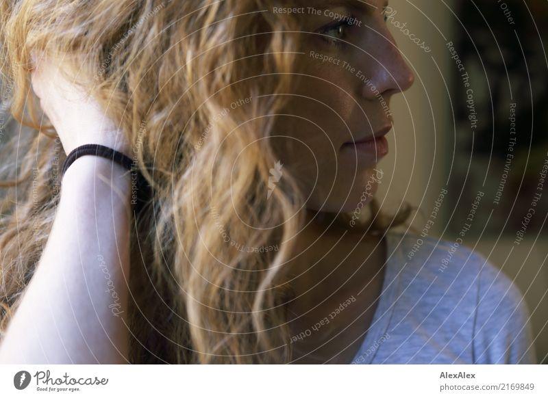 Alles wird gut. Jugendliche Junge Frau Stadt schön 18-30 Jahre Gesicht Erwachsene natürlich Haare & Frisuren Stimmung Raum ästhetisch Kommunizieren authentisch