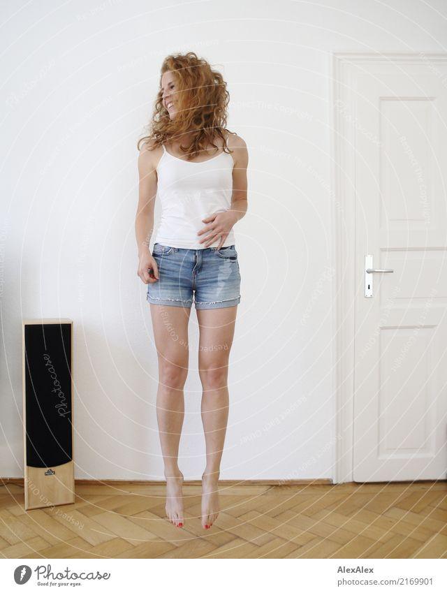 sprunghaft 2 Lifestyle Stil Freude schön Leben Wohnung Raum Parkett Fitness Sport-Training Lautsprecher Junge Frau Jugendliche Beine 18-30 Jahre Erwachsene