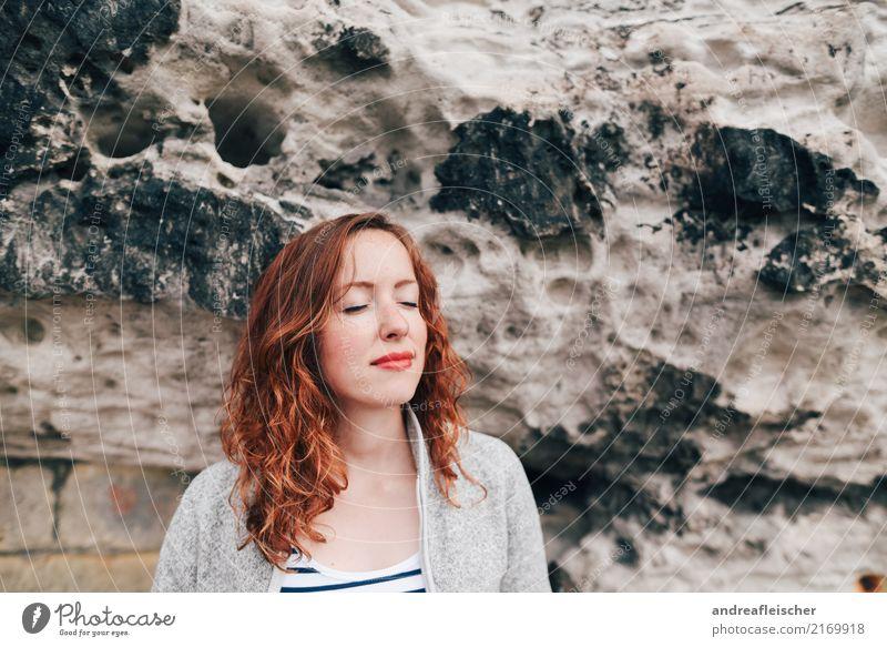Sächsische Schweiz Mensch Natur Ferien & Urlaub & Reisen Jugendliche Junge Frau Sommer schön 18-30 Jahre Erwachsene feminin Freiheit Ausflug Zufriedenheit