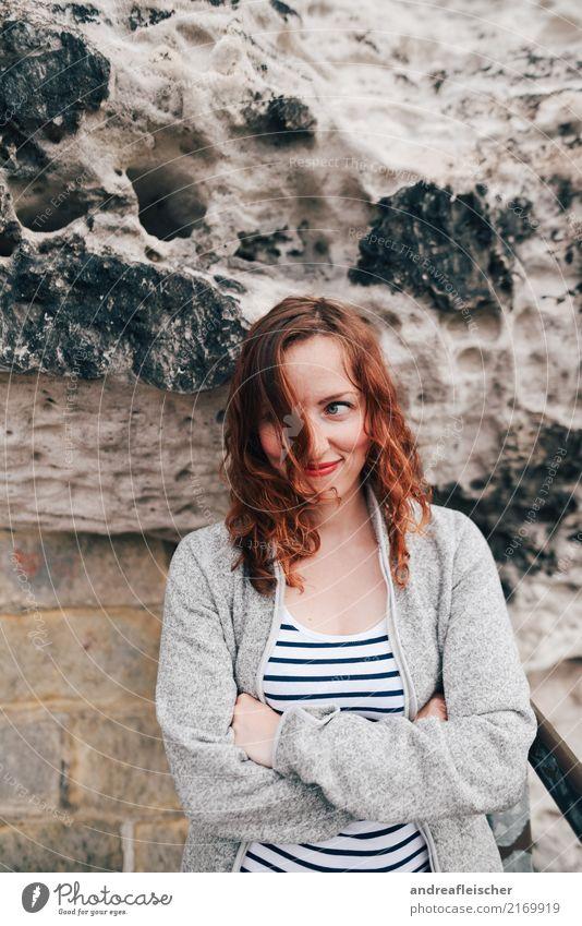 Sächsische Schweiz Mensch Ferien & Urlaub & Reisen Jugendliche 18-30 Jahre Erwachsene Gesundheit lustig feminin Mauer Freiheit Ausflug Wind Fröhlichkeit warten