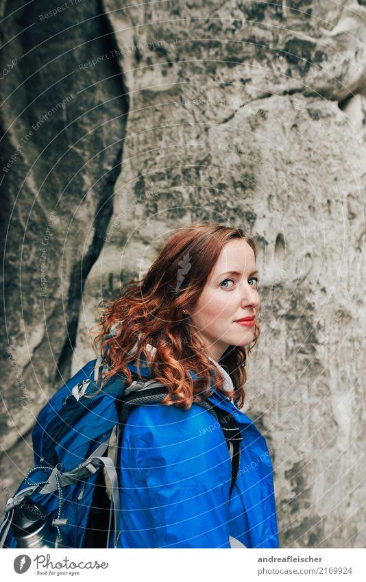 Sächsische Schweiz Mensch Ferien & Urlaub & Reisen Jugendliche Junge Frau blau Sommer schön Ferne Berge u. Gebirge 18-30 Jahre Erwachsene Gesundheit feminin
