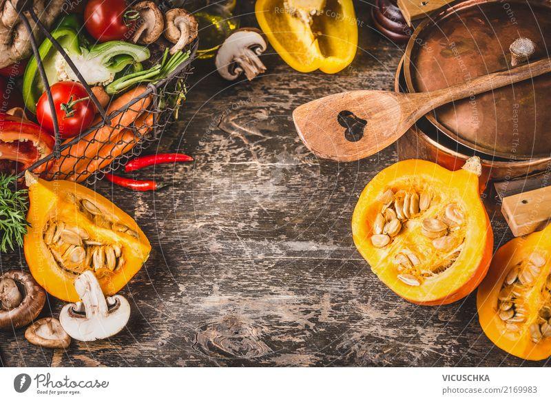 Kürbis , Topf und vegetarische Zutaten Lebensmittel Gemüse Kräuter & Gewürze Ernährung Abendessen Festessen Bioprodukte Vegetarische Ernährung Diät Löffel Stil