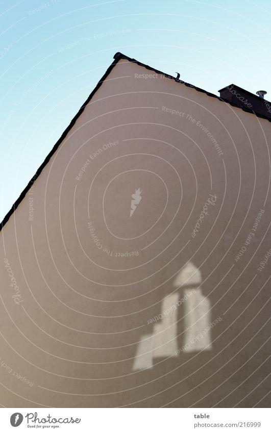 Lichterscheinung Schönes Wetter Haus Gebäude Mauer Wand Fassade Fenster Dach Schornstein Stein leuchten eckig blau grau Surrealismus Reflexion & Spiegelung