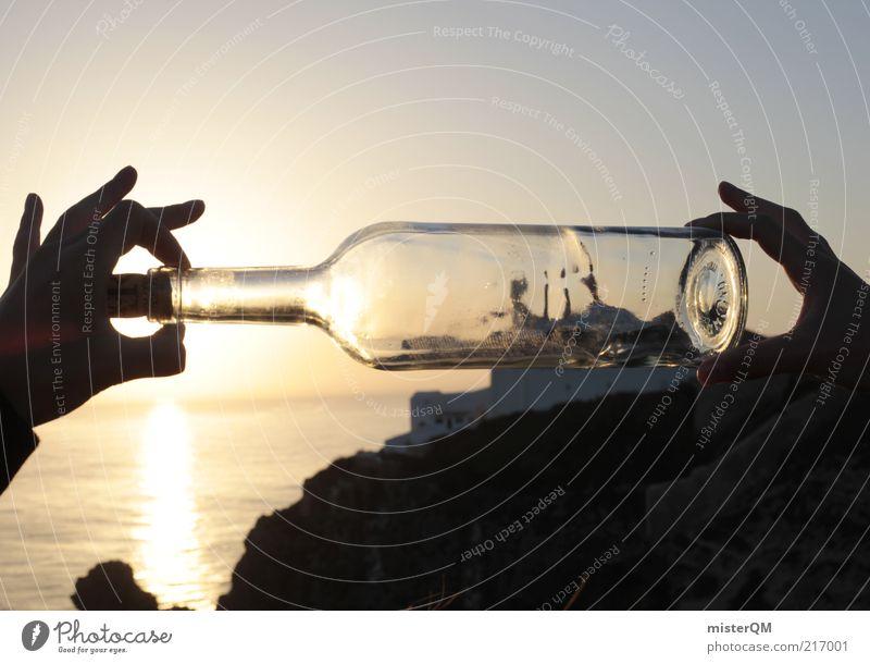Flaschenschiff. Kunst Abenteuer ästhetisch Flaschenpost Flaschenboden Wasserfahrzeug Miniatur außergewöhnlich modern Täuschung Perspektive Verzerrung falsch