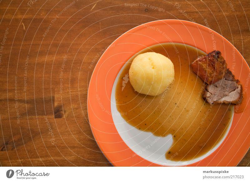 schweinebraten mit kloß Lebensmittel Fleisch Kartoffeln klösse klöße bayerisch Spezialitäten Feinschmecker Gastronomie gaststube Gastwirtschaft Bayern