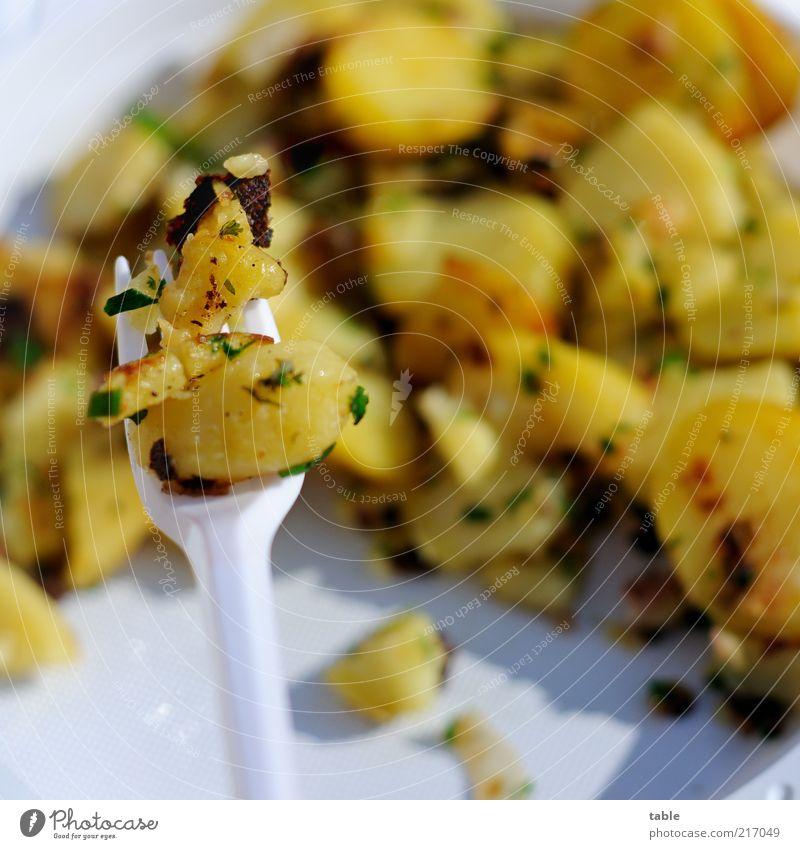 Mahlzeit! weiß gelb Ernährung Lebensmittel frisch Kochen & Garen & Backen Kunststoff genießen Kräuter & Gewürze Appetit & Hunger Geschirr lecker Teller