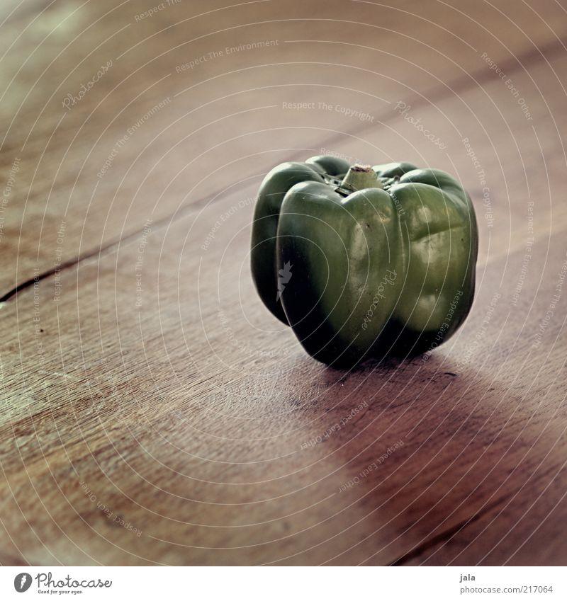 paprika grün Ernährung Holz braun Gesundheit Lebensmittel Gemüse Vitamin Bioprodukte einzeln Vegetarische Ernährung Holztisch vitaminreich Gesunde Ernährung Vegane Ernährung Foodfotografie