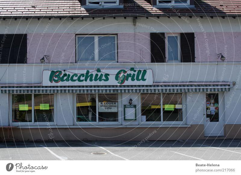 Bacchus hat sich zur Ruhe gesetzt Haus rosa Schilder & Markierungen geschlossen trist Ende Gastronomie Ladengeschäft Restaurant schäbig Parkplatz Insolvenz Anschnitt Bildausschnitt Misserfolg Imbiss