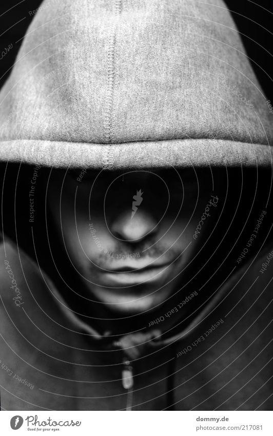 3. Halbzeit maskulin Mann Erwachsene Nase Mund Lippen Bart 1 Mensch 18-30 Jahre Jugendliche Pullover Jacke atmen Aggression dunkel hoody Gewalt Hooligan brutal
