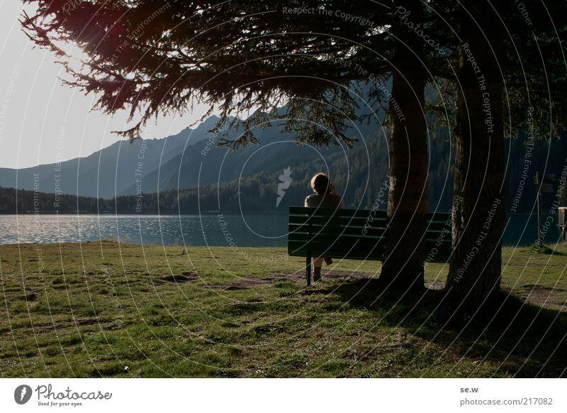 Einsame junge Dame an romantischem Strand (Antholz [1]) Ferien & Urlaub & Reisen Ausflug Freiheit Sommer Berge u. Gebirge Frau Erwachsene Mensch Sonnenlicht