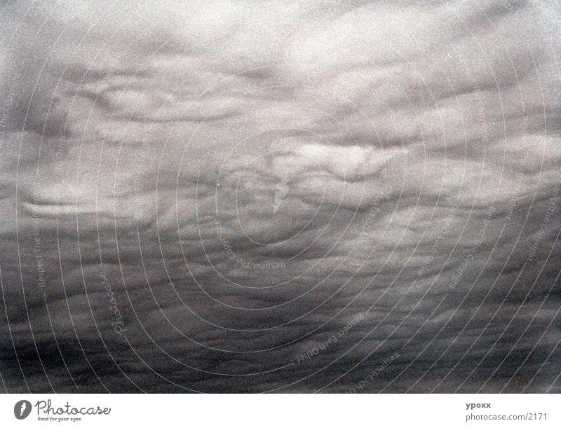 Wetterphänomenen Himmel Wolken grau Regen Unwetter unheimlich Wolkendecke