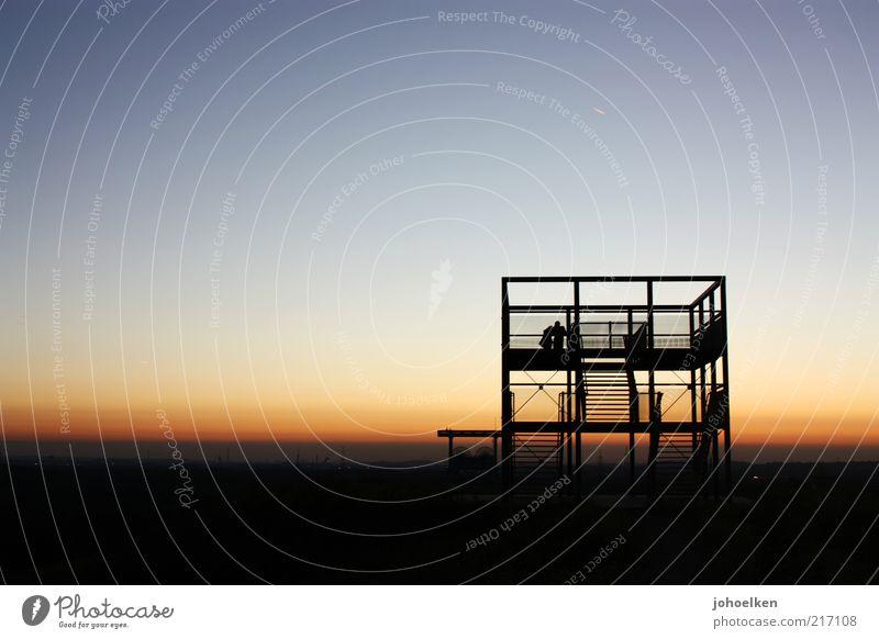 Schicht am Schacht V Zeche Förderturm Paar 2 Mensch Kultur Industriekultur Wolkenloser Himmel Horizont Sonnenaufgang Sonnenuntergang Ruhrgebiet Denkmal blau
