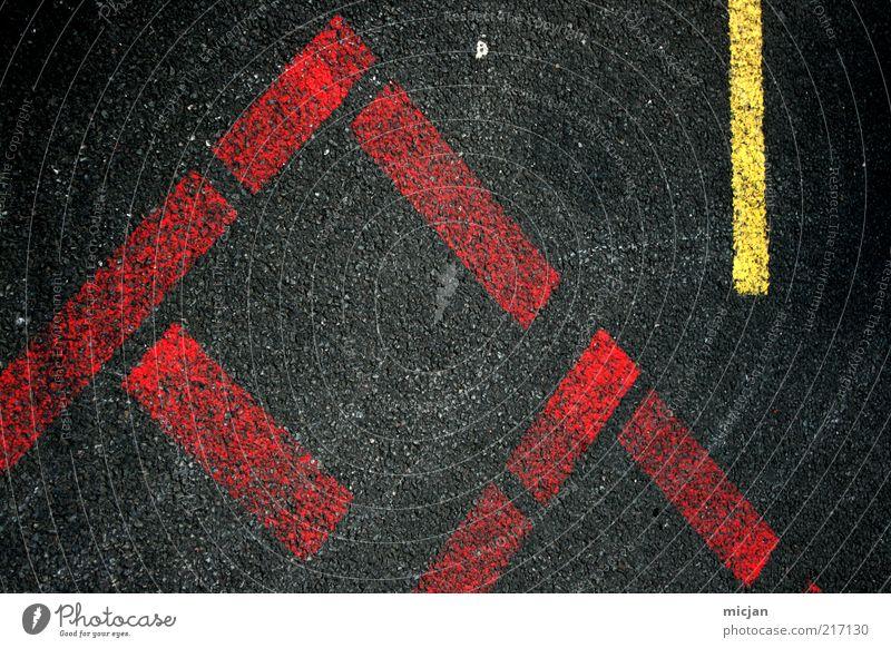 Fuse |Fast Forward rot schwarz gelb Straße Linie Schilder & Markierungen Ecke Schriftzeichen Bodenbelag Asphalt Buchstaben Streifen Zeichen Flughafen Parkplatz