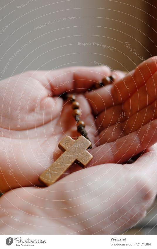 Kreuzträger harmonisch Subkultur Holz hören braun Rosenkranz Christliches Kreuz Christentum Katholizismus Religion & Glaube Gebet Hand Trauer Hoffnung ruhig
