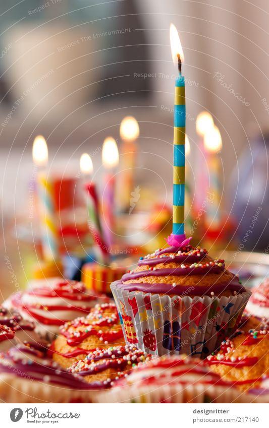 Heute kann es regnen … alt Freude Ernährung Glück Party hell Feste & Feiern Zusammensein Geburtstag Fröhlichkeit süß leuchten Dekoration & Verzierung Kerze
