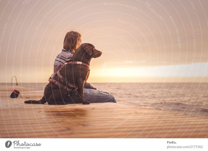 Freunde am Meer Mensch Frau Himmel Natur Hund Jugendliche Junge Frau Sommer Wasser Landschaft Erholung Tier 18-30 Jahre Erwachsene Wärme