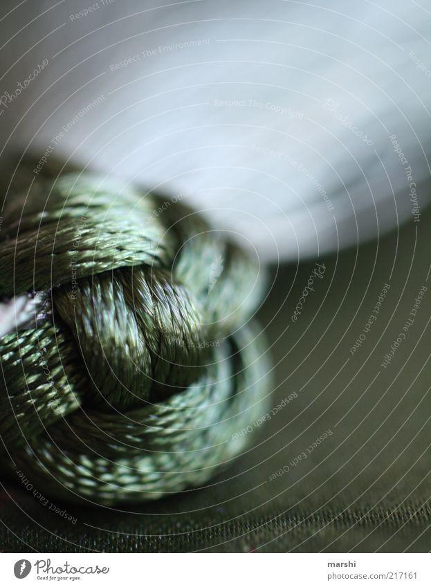 verknotet Basteln grün weich abstrakt Knoten dunkel Dekoration & Verzierung Nahaufnahme Detailaufnahme Farbfoto Innenaufnahme Unschärfe Schwache Tiefenschärfe
