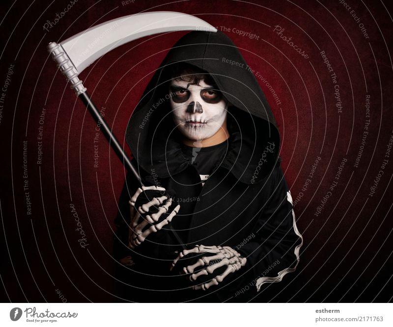 Junge in Halloween. Boy gekleidet als Skelett Kind Mensch dunkel Lifestyle Gefühle Tod Party Feste & Feiern Angst maskulin Kindheit fantastisch Fitness