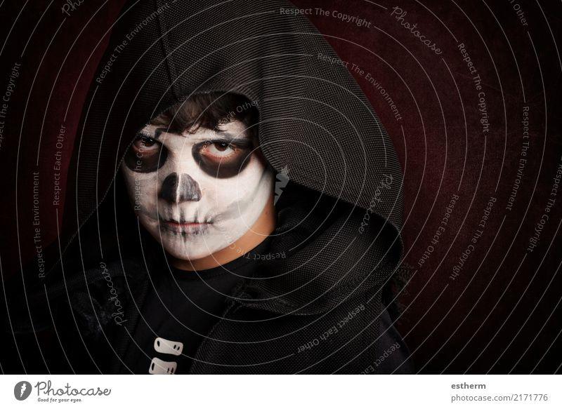 Junge in Halloween. Boy gekleidet als Skelett Kind Mensch dunkel Lifestyle Gefühle Bewegung Tod Party Feste & Feiern Angst maskulin Kindheit Fitness
